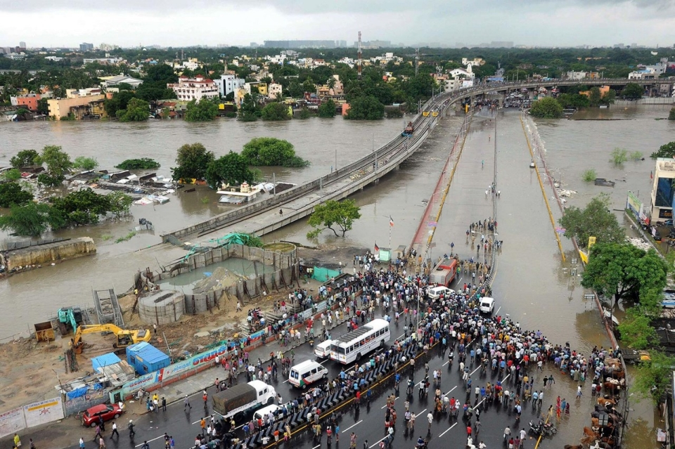 image.adapt.960.high.india_flooding_06a